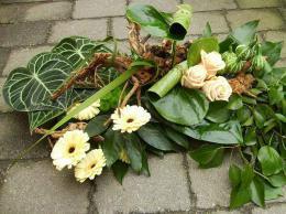 ellen-deelen-natuurlijke-bloem-creaties-graftoef-met-gerbera-en-rozen