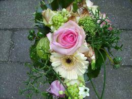 ellen-deelen-natuurlijke-bloem-creaties-bruidsboeket-voorjaar