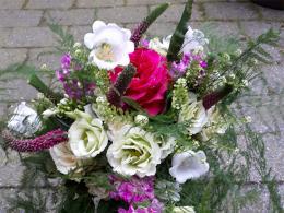 ellen-deelen-natuurlijke-bloem-creaties-klassiek-bruidsboeket-met-lysianthus