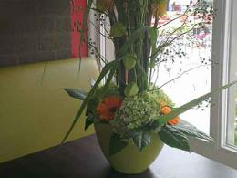 ellen-deelen-natuurlijke-bloem-creaties-hoge-tafeldecoratie