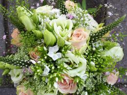 ellen-deelen-natuurlijke-bloem-creaties-vrolijke-zomerse-biedermeier