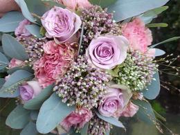 ellen-deelen-natuurlijke-bloem-creaties-biedermeier-met-lila-roos