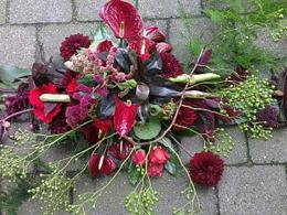 rouwtoef-engelenwortel-en-rode-materialen