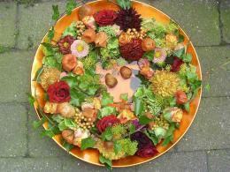 ellen-deelen-natuurlijke-bloem-creaties-herfstkrans-in-schaal1