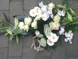ellen-deelen-natuurlijke-bloem-creaties-graftoef-anthurium-en-witte-lelie-2