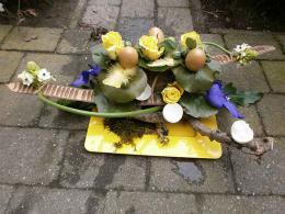 ellen-deelen-natuurlijk-bloem-creaties-paasschaal-met-boedhanoten1