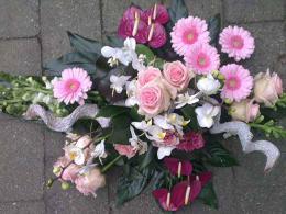 ellen-deelen-natuurlijke-bloem-creaties-grafteof-gegroepeerd-met-witte-orchidee