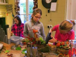 Ellen Deelen natuurlijke bloem-creaties kinderen lekker bezig