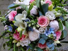 ellen-deelen-natuurlijke-bloem-creaties-biedermeier-met-roze-roos