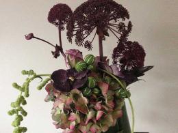 ellen-deelen-natuurlijke-bloem-creaties-engelwortel-in-de-hoofdrol-eigen-glazen-vaas