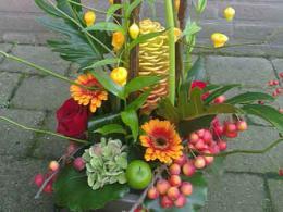 ellen-deelen-natuurlijke-bloem-creaties-hoog-baliestuk