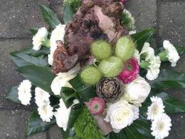 ellen-deelen-natuurlijke-bloem-creaties-graftoef-met-stronk-en-asclepiabollen
