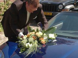 ellen-deelen-natuurlijke-bloem-creaties-autotoef-oranje